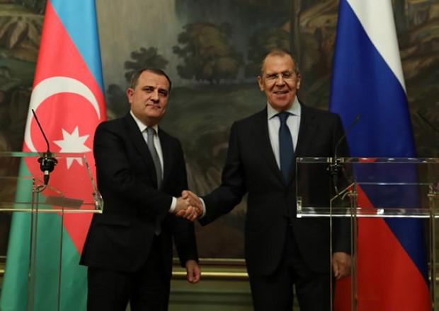 Ceyhun Bayramov Lavrovla bəyanatın icrasını müzakirə etdi