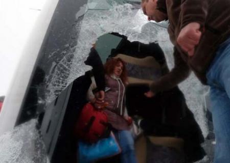 Türkiyədə turistləri daşıyan avtobuslar qəzaya düşdü - Çox sayda yaralı var
