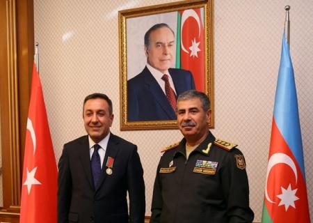 Zakir Həsənov Türkiyə müdafiə nazirinin müavinini təltif ETDİ